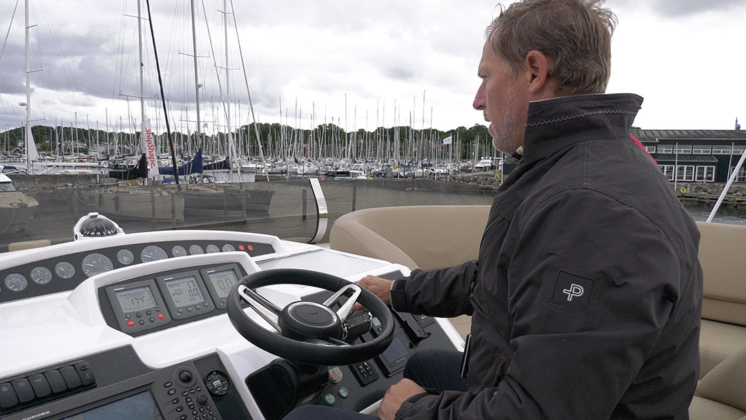 Side-Power thruster system docking Princess yacht in windy weather