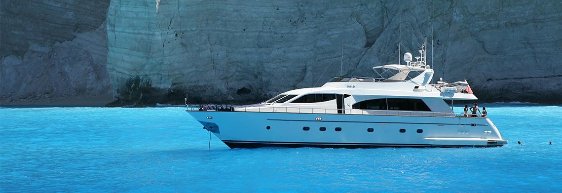 Yacht with marine stabilisers